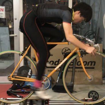 効率よく乗る!プロジェクトの宇田川選手にピストの乗り方指導を行ないました。